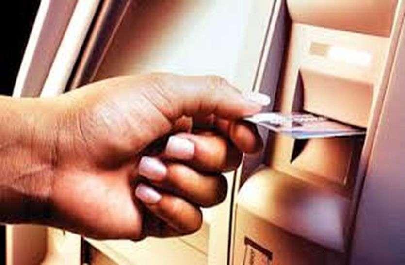 बैंक प्रबंधक बनकर मोबाइल पर पूछा एटीएम पासवर्ड, निकाले एक लाख