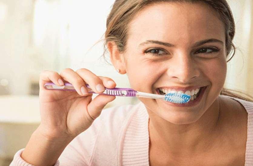 यूं रहेगी आपके दांतों की चमक बरकरार