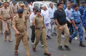 डीएम आैर लेडी सिंघम ने जब सड़क पर उतरकर लोगों से की यह मार्मिक अपील...!