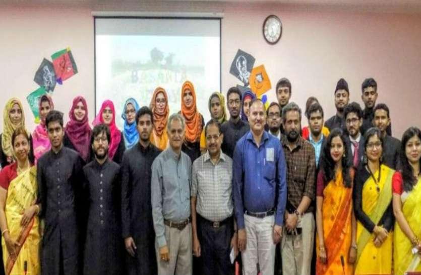 अलीगढ़ मुस्लिम विश्वविद्यालय में बंगाली छात्रों ने मनाया बसंत उत्सव