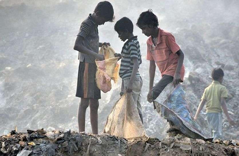 गरीबी, लाचारी और पेट की मजबूरी में मासूमों का पिसता बचपन, जानें पूरी कहानी