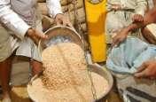 बाजर में बेंच रहे थे आंगनवाड़ी के बच्चों का राशन, चार क्विंटल खाद्यान पकड़ाया, व्यापारी समेत दो गिरफ्तार