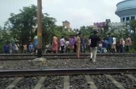 कोलकाता: दमदम कैंटोनमेंट रेलवे लाइन के पास धमाके में एक गंभीर, 10 जिंदा बम बरामद