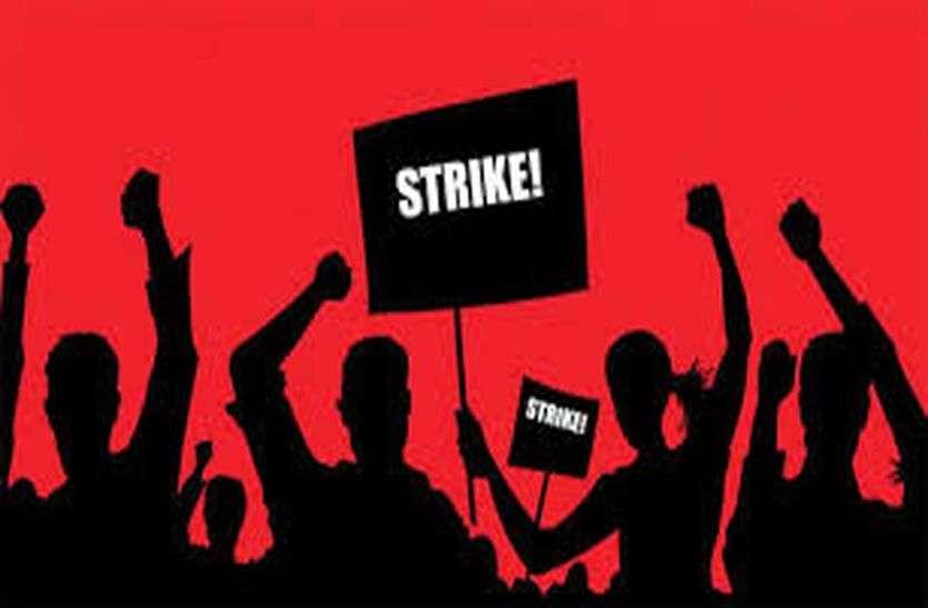 मांगों को लेकर लिपिक कर्मचारियों ने लिया सामूहिक अवकाश