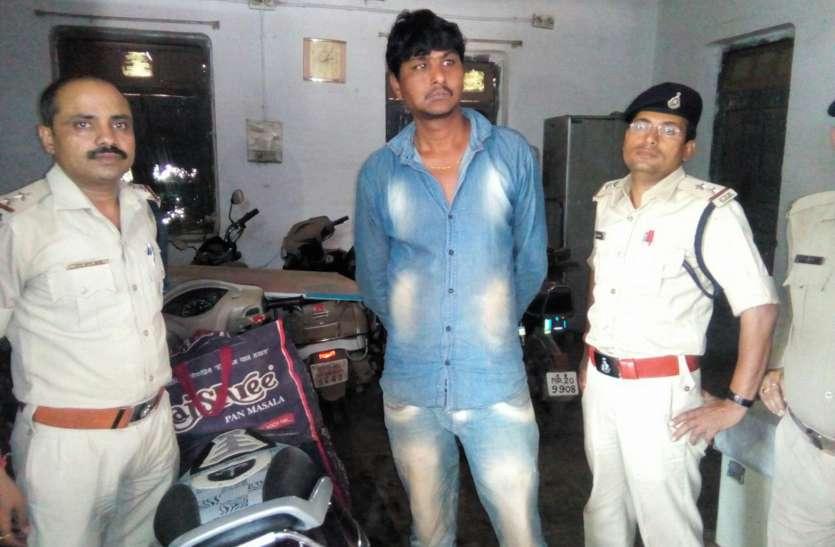 अधिकारियों ने रोकी युवक की बाइक, जांच की तो सामने आया ये सच...