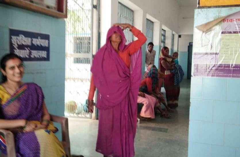 महिला स्वास्थ्य शिविर में नहीं पहुंचे डॉक्टर और स्टाफ