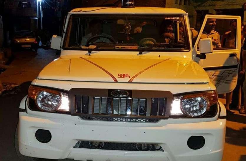 चेकिंग के लिए बीजेपी नेता के घर रात में पहुंची टीम, जमकर हुआ बवाल, सीसीटीवी में कैद हुई पूरी घटना