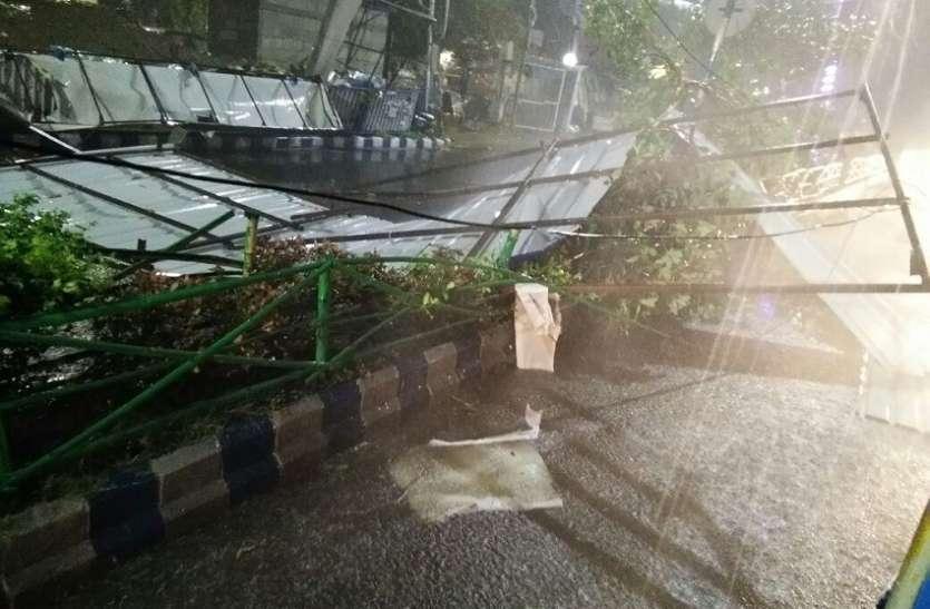 कोलकाता में अंधड़-बरसात ने मचाया कहर
