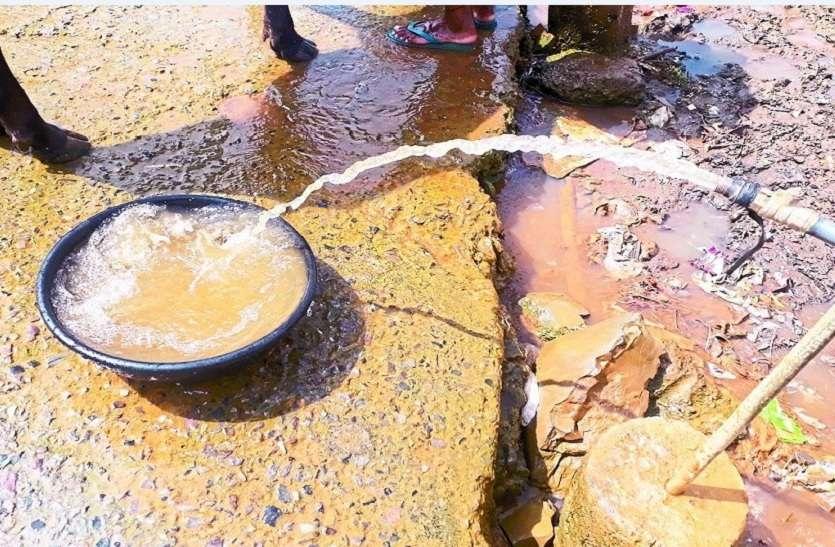 जलकुबेर माधोसिंहपुरा पी रहा 'जहर' गांव के पानी से तर हो रहा शहर, गांव के लोगों की पीड़ा नहीं सुन रही सरकार