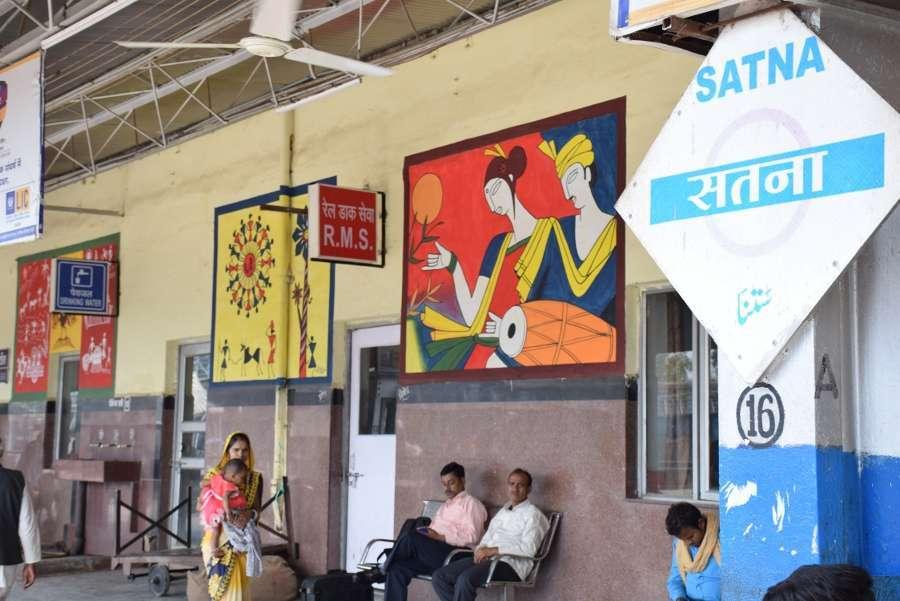 एमपी के इस रेलवे स्टेशन में चित्रकारों ने दिखाया हुनर, देखें इन तस्वीरों में