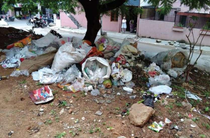 उदयपुर शहर के लिए कलंक बने खाली भूखंड, मंत्रीजी की बात तक एक कान से सुन दूसरे से निकाल रहे अफसर