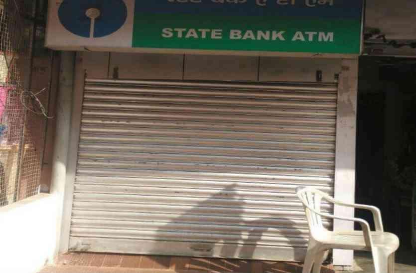 बैंक के ATM खाली, कैश की भारी किल्लत, आगराइट्स परेशान, देखें वीडियो
