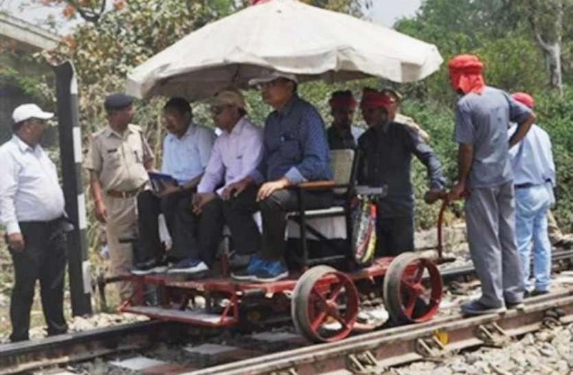 आजमगढ़ पहुंचे रेलवे के एडीआरएम, निमार्ण कार्य में हो रही देरी पर कही ये बात