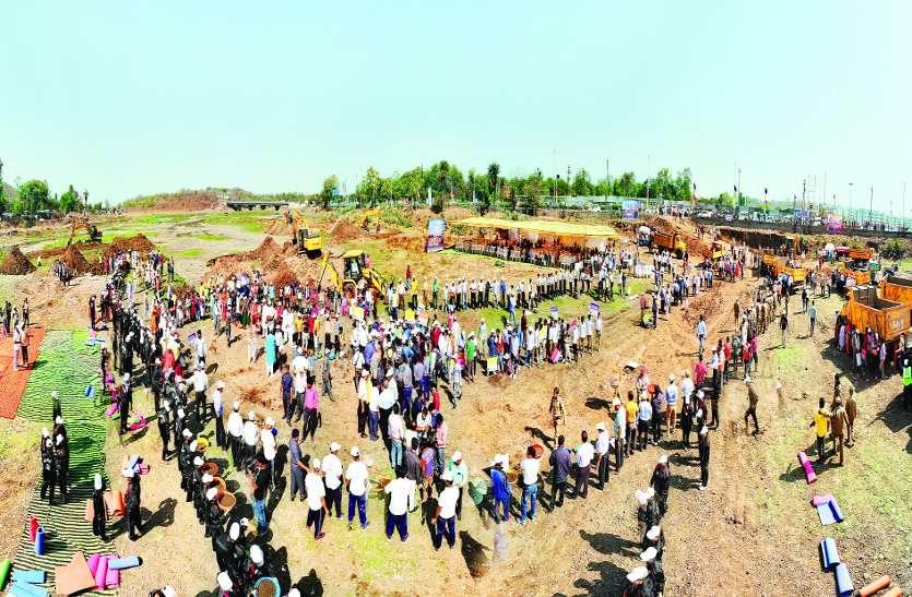 बड़ा तालाब महाअभियान : भदभदा की ओर से शुरू हुई खुदाई, एक महीने तक चलेगा अभियान