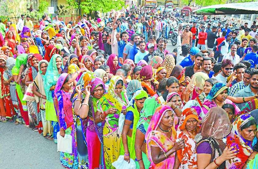 सफाईकर्मियों के 320 पद, पहले दिन फार्म लेने आए हजारों लोग