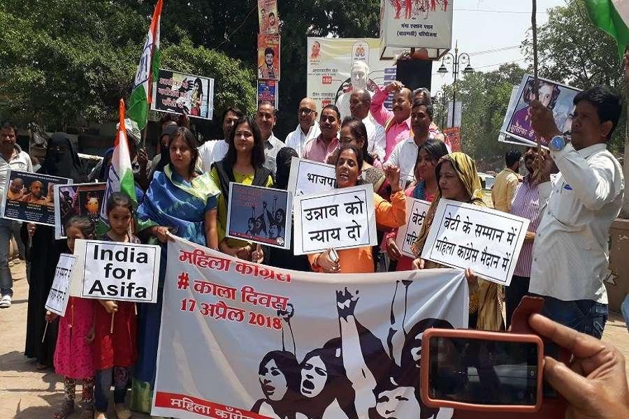 उन्नाव रेप प्रकरण के विरोध में महिला कांग्रेस का प्रदर्शन