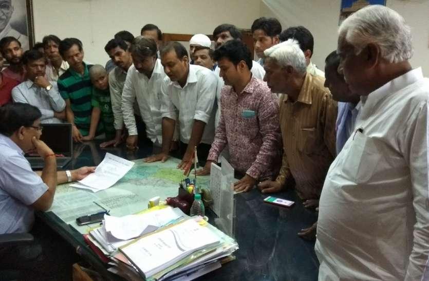 हत्या के आरोपितों की गिरफ्तारी की मांग, सौपा ज्ञापन