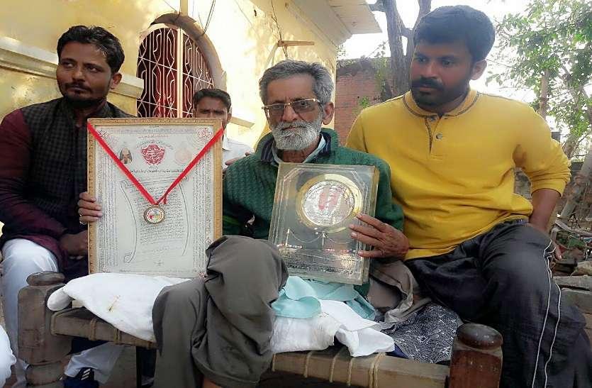 Shayar Anjum Jaunpuri death after long time sick
