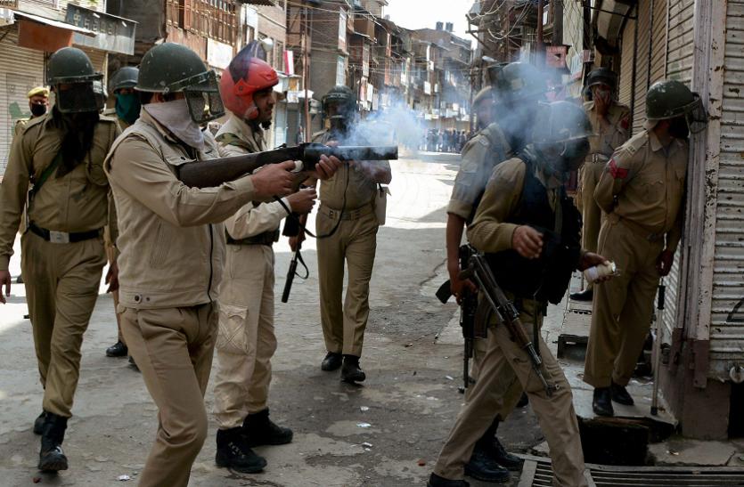 कठुआ रेप केस: जम्मू एवं कश्मीर में छात्रों की सुरक्षा बलों के साथ झड़प, अलर्ट