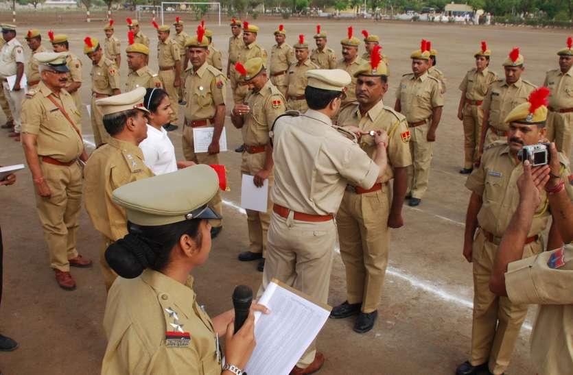 पुलिस दिवस पर 136 जवानों को सेवा चिह्न से नवाजा