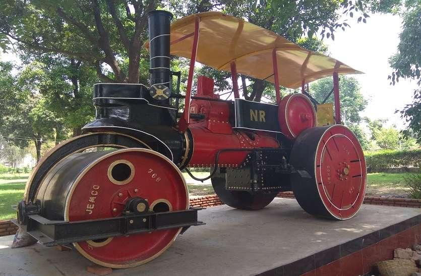अजब गजब: कभी स्टीम इंजन के साथ स्टीम रोड रोलर भी था रेलवे का साथी