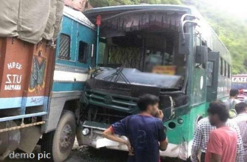 कटनी में ट्रक-बस में भिड़ंत, आधा दर्जन घायल
