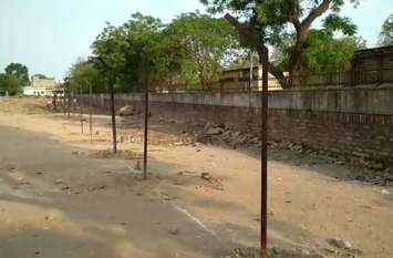 पालिका कर्मचारियों ने खाली भूमी पर पौधारोपण करने पर सीआईएसएफ के जवानों को थाने में मामला दर्ज कराने की दी चेतावनी