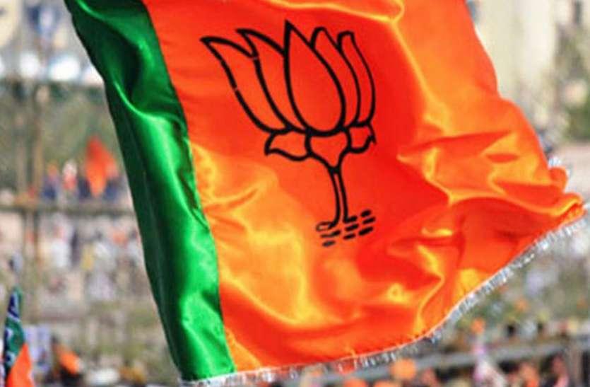 बड़ी खबर: कर्नाटक जीत का जश्न मना रहे भाजपा अध्यक्ष का हाथ तोड़ा!