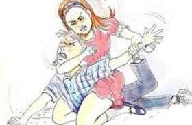 महिला ने जवानों से पीटवाया, लिया अपमान का बदला