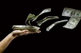 लाख कोशिशों के बावजूद घर में नहीं टिक रहा है पैसा, तो अपनाएं ये तरीके