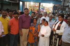 दुष्कर्म के विरोध में निकाला कैंडिल मार्च