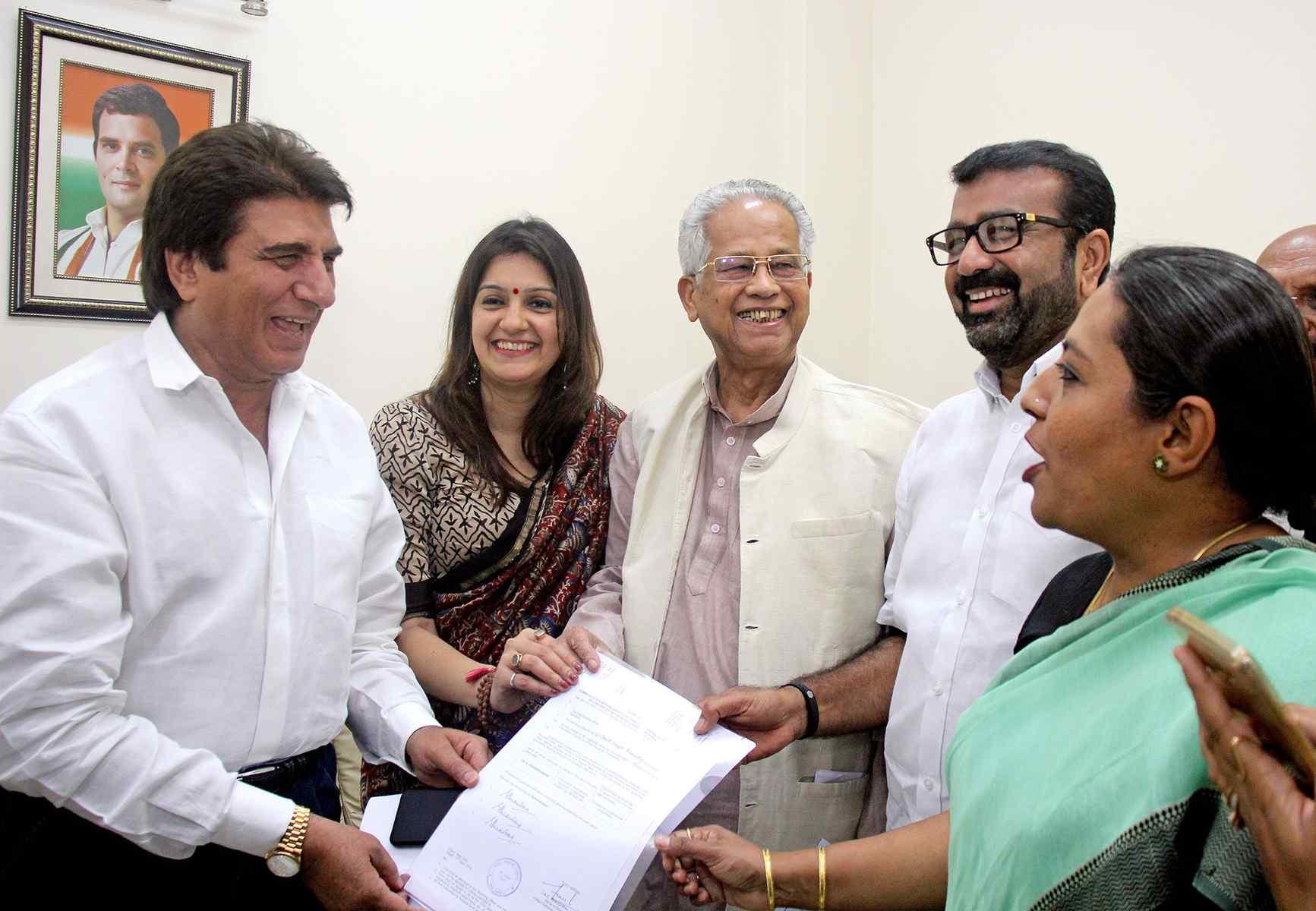 दूसरों की आलोचना के बजाय घर की सुध लें योगी: राज बब्बर