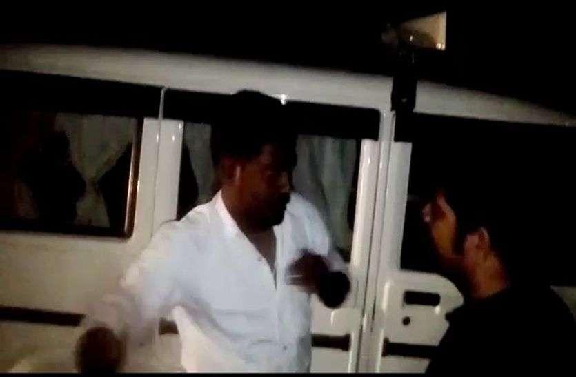 एसडीएम के वाहन चालक ने रतलाम में भाजपा नैत्री से की झड़प तो सैलाना में पुलिस से की मारपीट