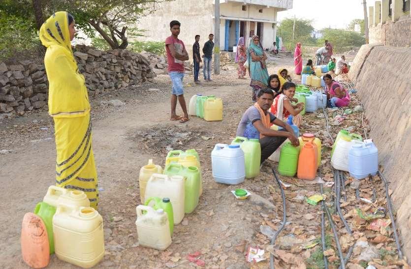 कई बस्तियों में अब भी लोग प्यासे,जलाशयों का निर्माण हो तो बने बात