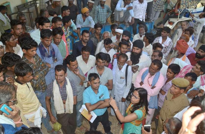 24 घंटे इंतजार के बाद भी नहीं ली उपज नाराज किसानों ने किया चक्काजाम