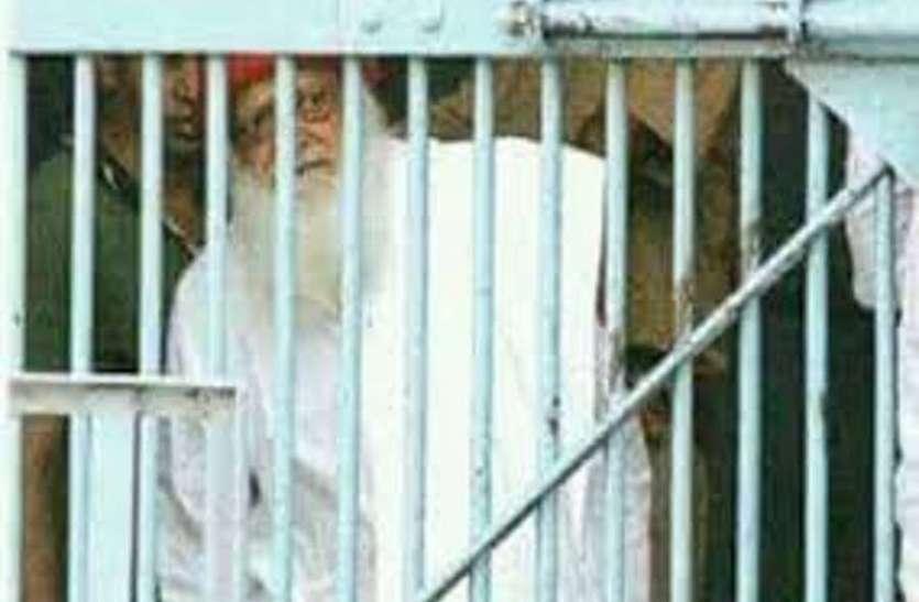 आसाराम के वकील ने कहा- मीडिया के दवाब में लिया गया फैसला, हाईकोर्ट में करेंगे अपील