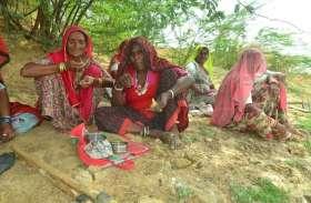 ऑफिस का लंचआवर तो आपने देखा होगा, यहां देखिए गांव की महिला मजदूर कैसे लेती हैं काम के बीच ब्रेक...