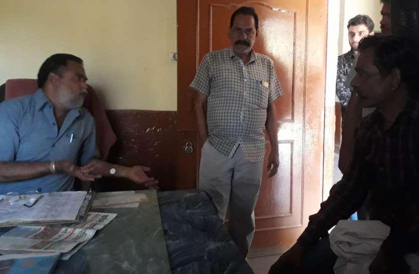 जयपुर से हिण्डौन आ रही रोडवेज बस में 2 युवकों ने किराया मांगने पर कंडक्टर-ड्राइवर की कनपटी पर तान दी रिवाल्वर