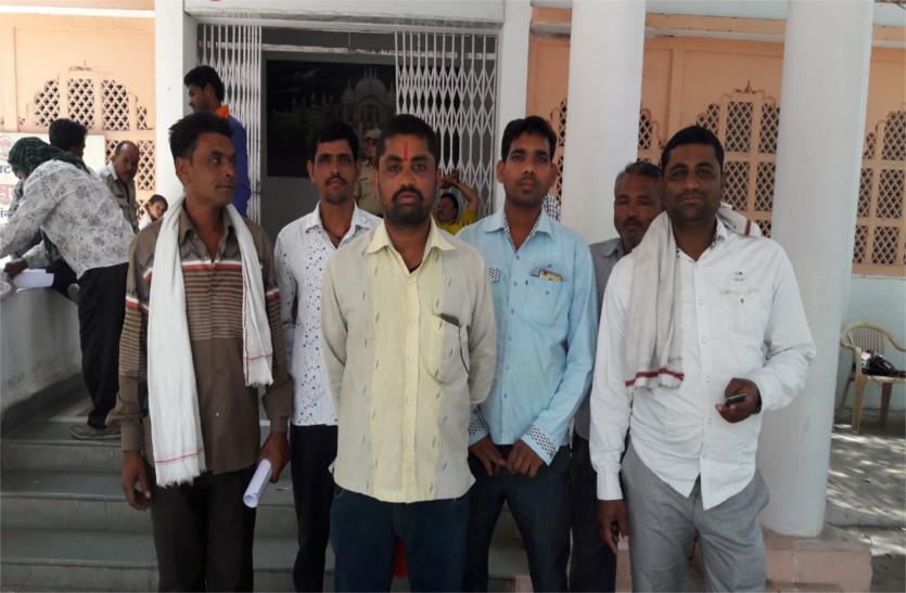 एक ऐसा गांव जहां के युवाओं से शादी करने में लड़कियों को लगता है डर
