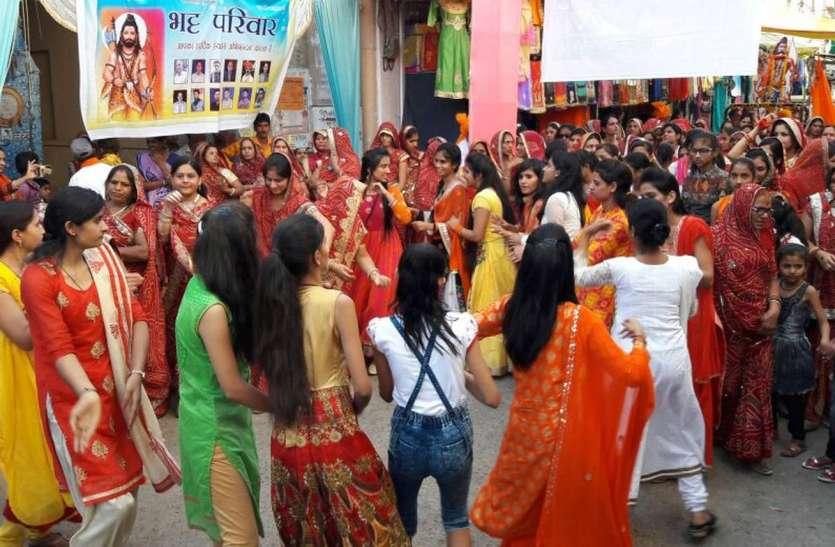 शोभायात्रा में गूंजे परशुराम के जयकारे