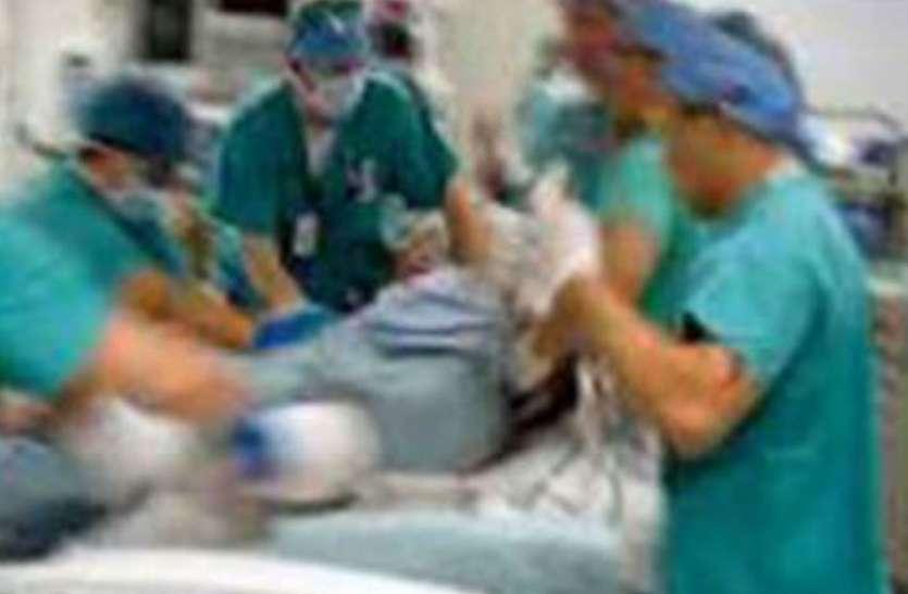 महिला डॉक्टर की हो चुकी थी मौत, पास बैठा था डेढ़ साल का मासूम बेटा, परिजनों के उड़े होश