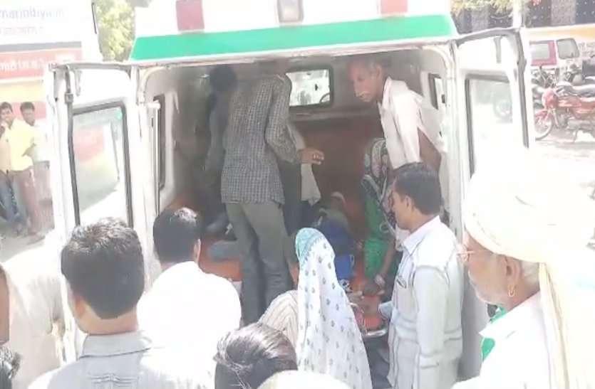 video : महिद्पुर के पास दो बाइकें टकराई, पांच लोग घायल