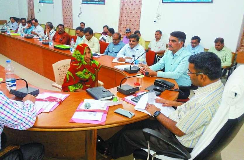 निर्धारित समय पर सेवाएं न देने वाले अफसरों पर होगी निलंबन की कार्रवाई : कलेक्टर मिश्रा