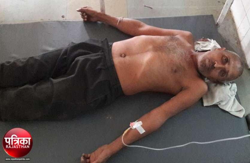 बांसवाड़ा : बुजुर्ग पिता को बेटे ने पट्टे से इतनी बुरी तरह पीटा कि अस्पताल में करना पड़ा भर्ती, जिसने देखा वो रह गया दंग