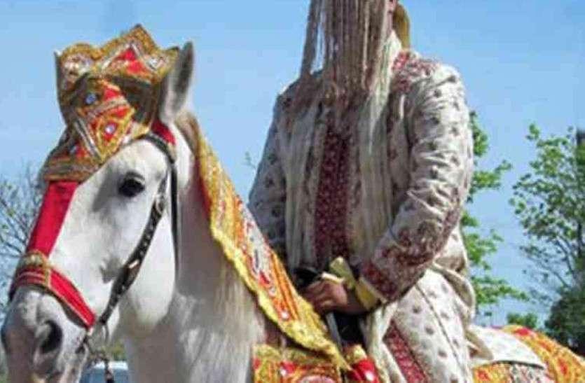 OMG: खाकी बनती है सारथी तब बैठ पाता है दूल्हा घोड़ी पर राजस्थान के इस जिले से पढ़िए ये ख़बर...