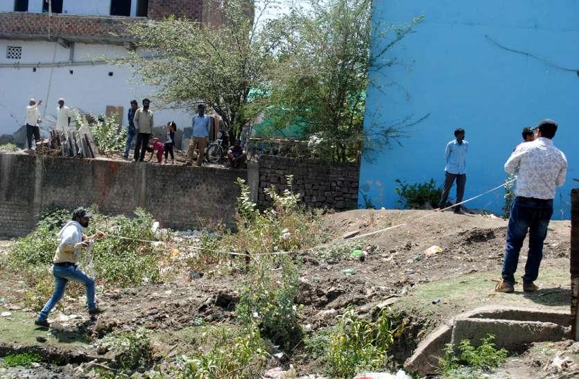 सवा सौ से अधिक मकान और तीन स्कूलों को टूटना है अवैध कब्जा