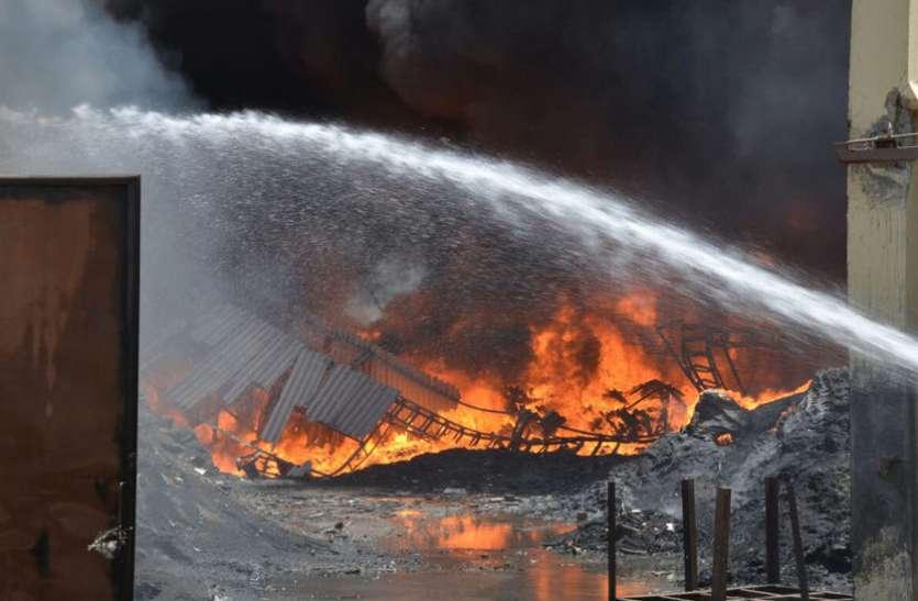 रेती, पानी के 60 से अधिक टैंकरों से 11 घंटों में आग पर काबू
