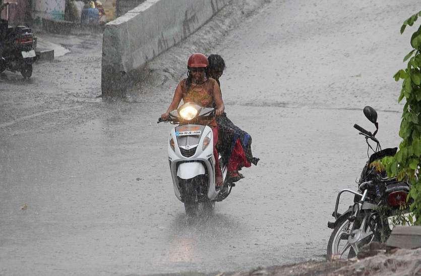 बारिश के साथ आई आंधी से जनजीवन अस्त-व्यस्त