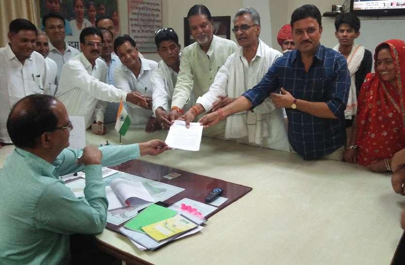 जिले में हो रहा है मनरेगा में फर्जीवाड़ा, कांग्रेस ने कलक्टर को ज्ञापन सौंप जांच कराने की मांग की