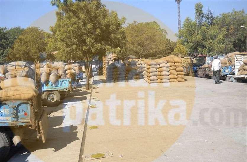 गांवों में अवैध अनाज मण्डी से किसान झेल रहे नुकसान